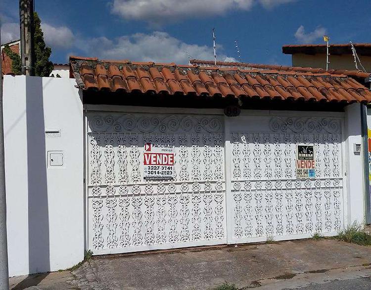 Casa de 180 metros quadrados no bairro Vila Hortência com 4