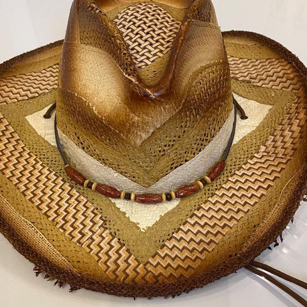 chapéu lindo pintado à mão com vários tipos de tramas de