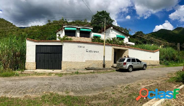 922Mts2. Venta de Hermosa Quinta en el Castaño Maracay Edo