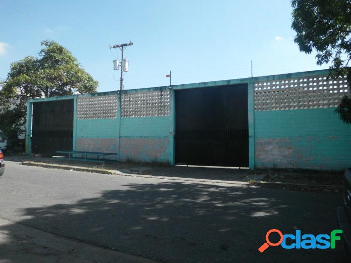 Se Vende Galpón en la Zona industrial la Quizanda (1560 m2)