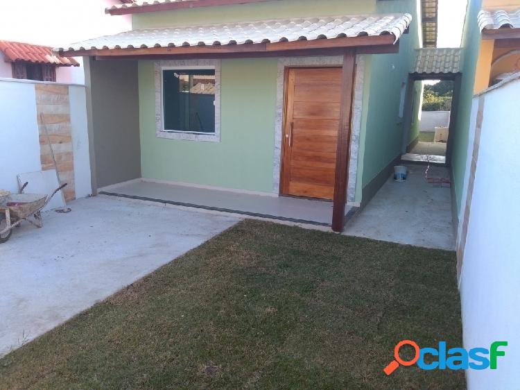 Linda casa em fino acabamento com 2 quartos perto da praia