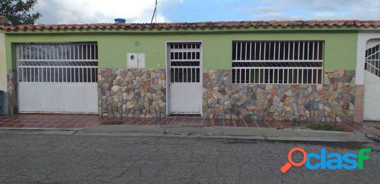 Hermosa Casa en venta en san Joaquin urbanización los