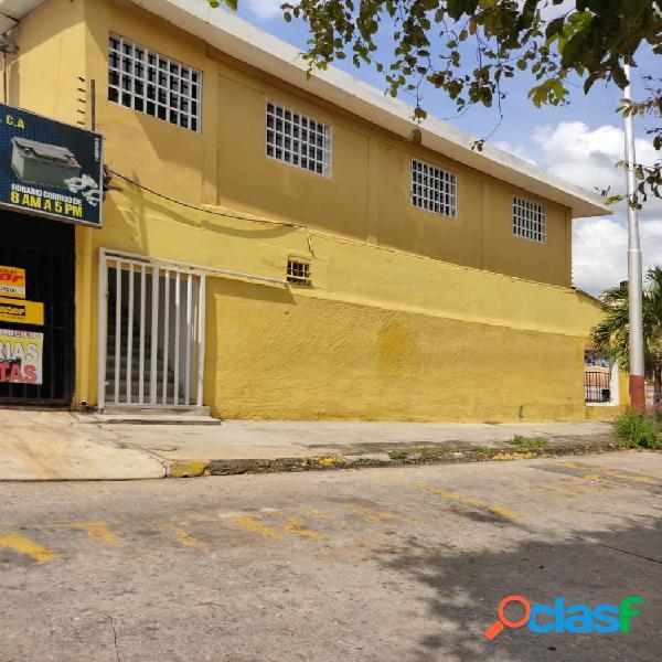 Local en alquiler 200m2 en Urb. Camoruco Valencia