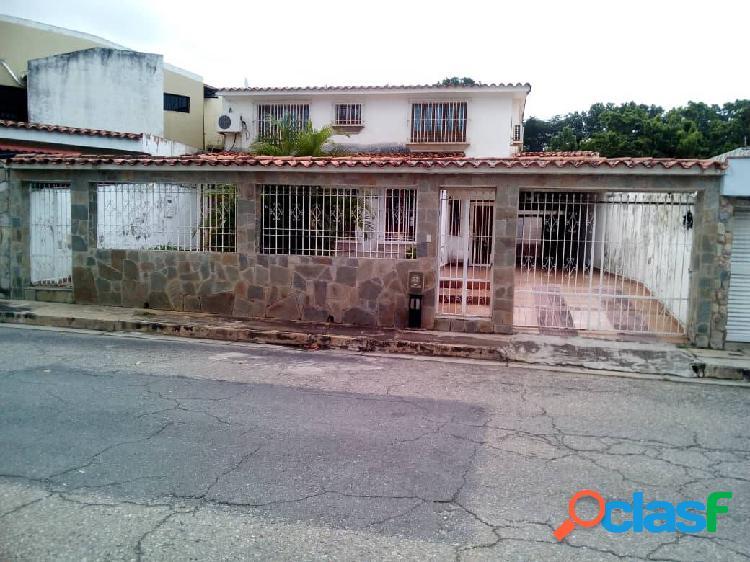 Casa- Quinta en Urb. Prebo (Calle Cerrada, cerca del Club