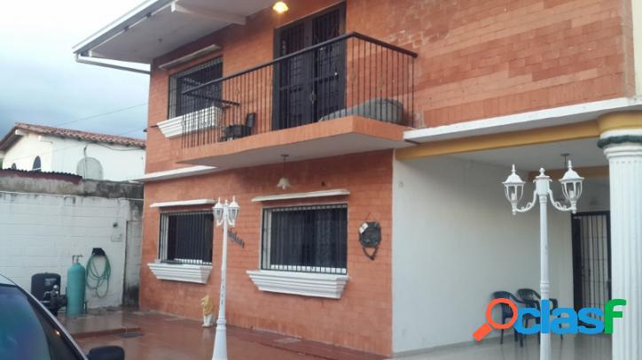 Venta De Amplia Y Confortable Casa En San Diego Valencia.
