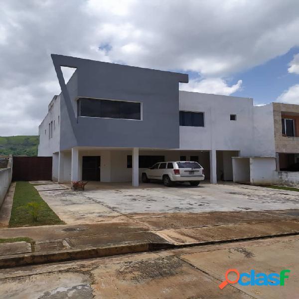 En venta Casa en Lomas del Country, Guataparo de 620m2 de