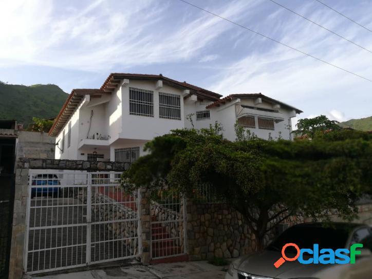 Acogedora Casa en Venta en la Urbanización Carialinda,