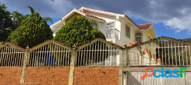 Amplia y Cómoda Casa en Colinas de Guataparo 1 (450 Metros)