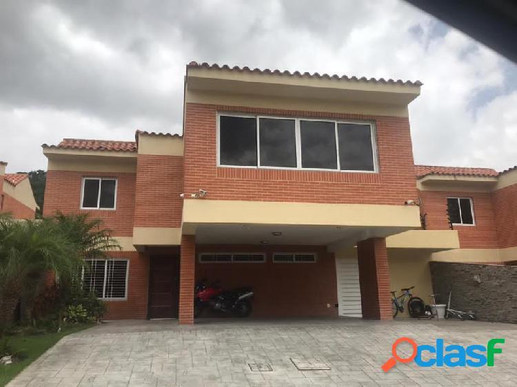 En venta casa en Lomas del Country Guataparo