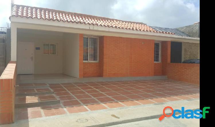 En venta casa en Tucacas ubicada en conjunto privado.