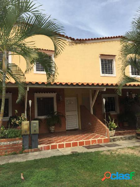 En venta townhouse en Laguna Club San Diego