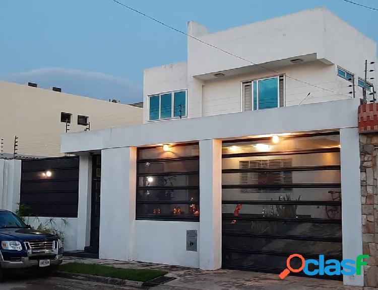Casa en venta en Mañongo. Construcción: 380m2. Terreno: