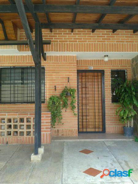 RE/MAX Ofrece En Venta Townhouse En El Rincón 95 M2.