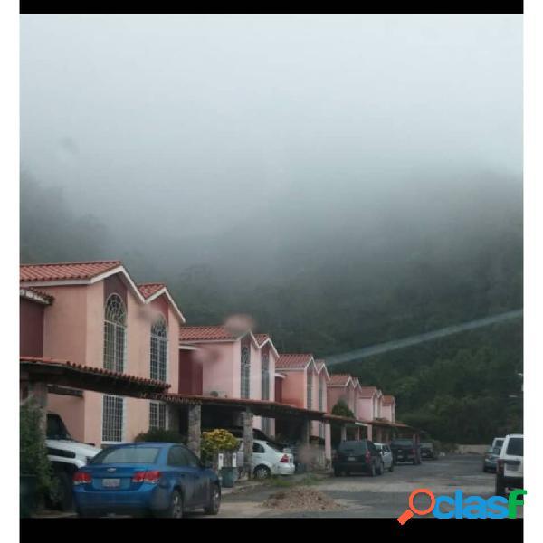 Se Vende Encantadora Casa en Lomas del Rocío - La Entrada