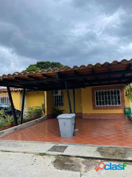 Hermosa Casa en Venta Urb. Valle de Oro