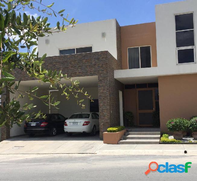 Casa en Venta en Privada La Joya zona Carretera Nacional